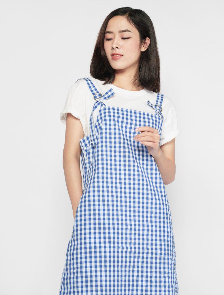 Váy yếm với áo phông