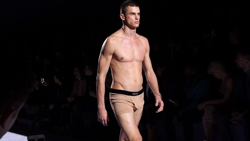 chọn quần lót nam đúng size