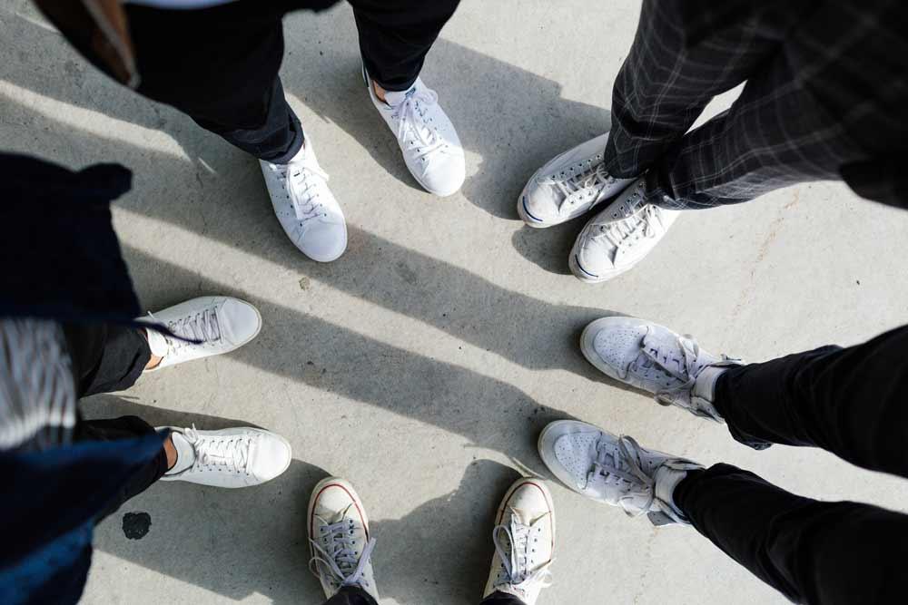 cách làm trắng giày sneaker